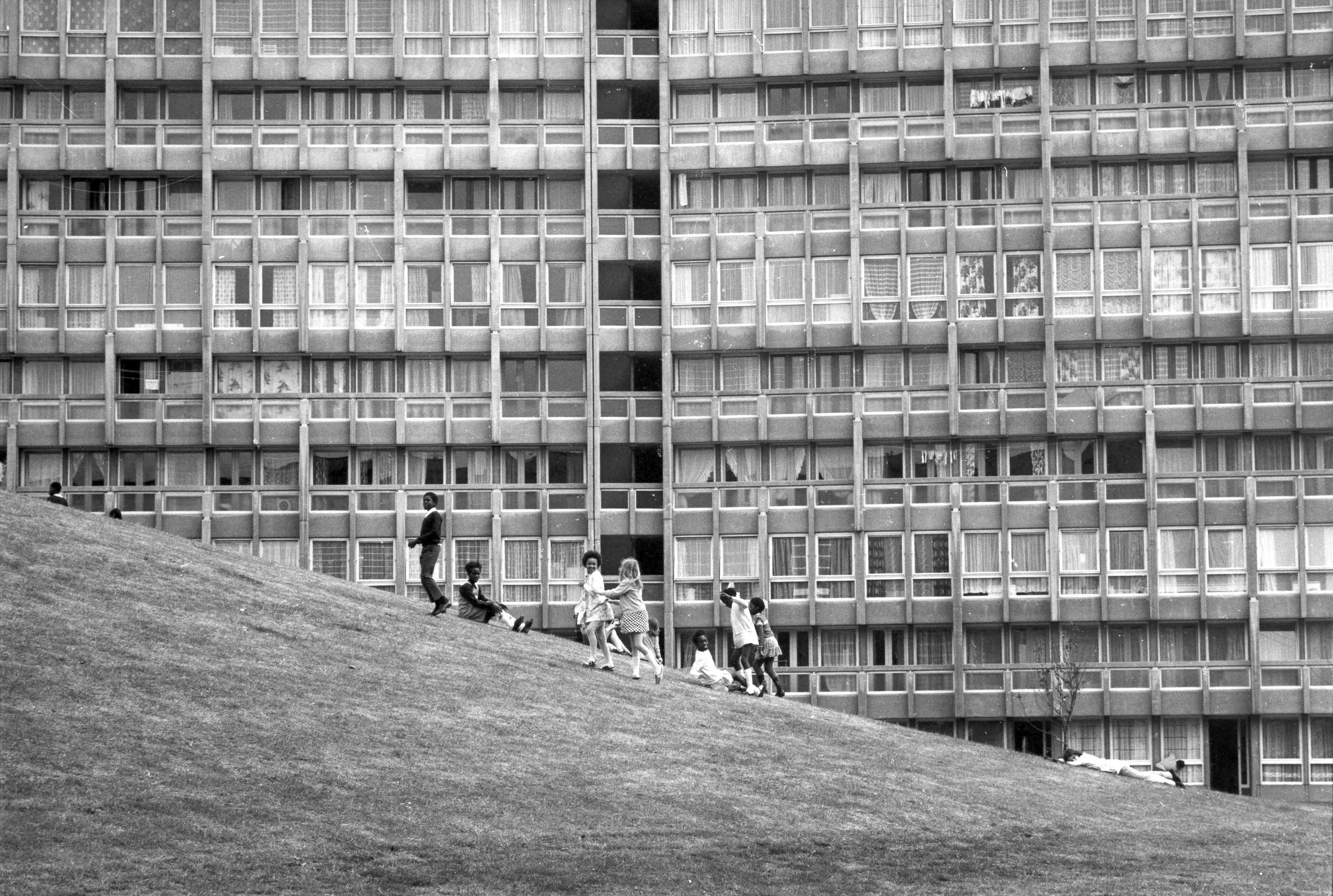 Robin Hood Gardens – Tower Hamlets – designed in the late 1960s by architects Alison and Peter Smithson. Photo: Sandra Lousada, 1972 © The Smithson Family Collection